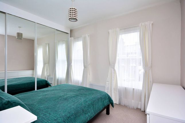 Thumbnail Flat to rent in Eversleigh Road, Shaftesbury Estate