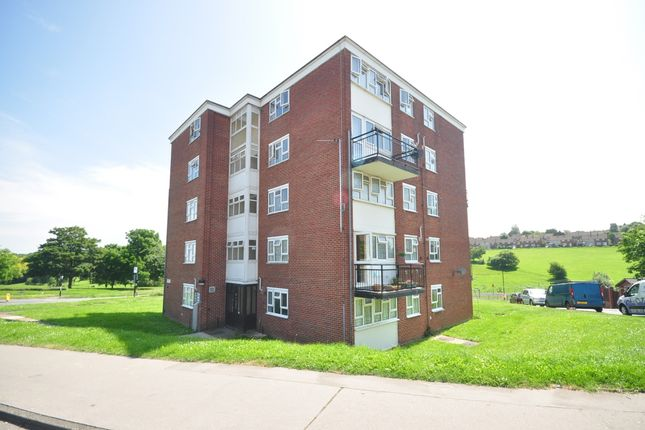 Thumbnail Flat to rent in King Henrys Drive, New Addington, Croydon