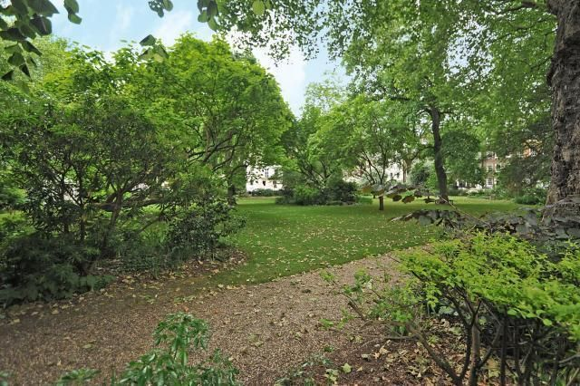Communal Gardens of Kensington Square W8,