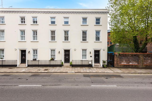 Thumbnail Terraced house for sale in Victoria Street, Windsor, Berkshire