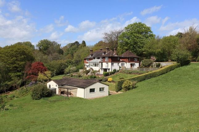 Thumbnail Detached house to rent in Pains Hill, Oxted