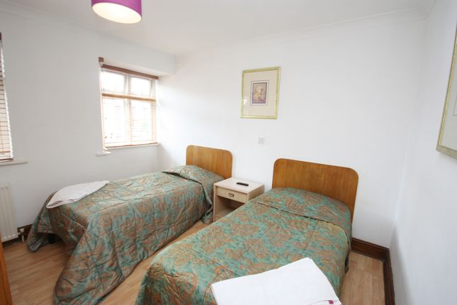 Thumbnail Room to rent in Sunningdale Avenue, East Acton