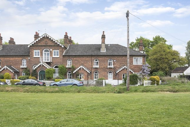 Thumbnail Cottage to rent in East Common, Gerrards Cross