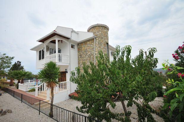 Attractive, Extensive Resale Villa