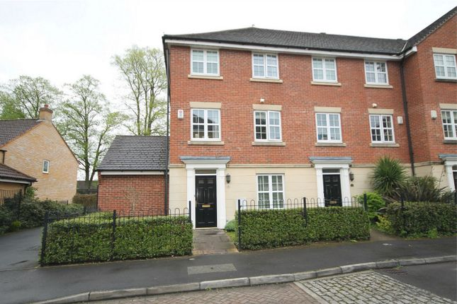 4 bed end terrace house for sale in Old College Road, Newbury