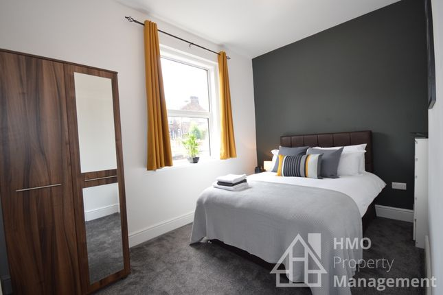 Thumbnail Shared accommodation to rent in Hartshill Road, Stoke On Trent