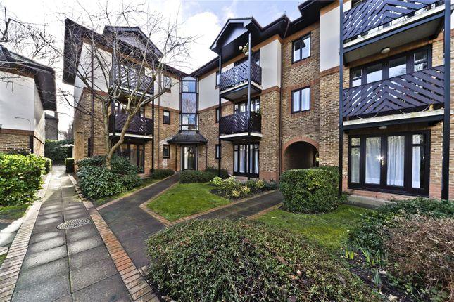 Flat to rent in Lichfield Gardens, Richmond