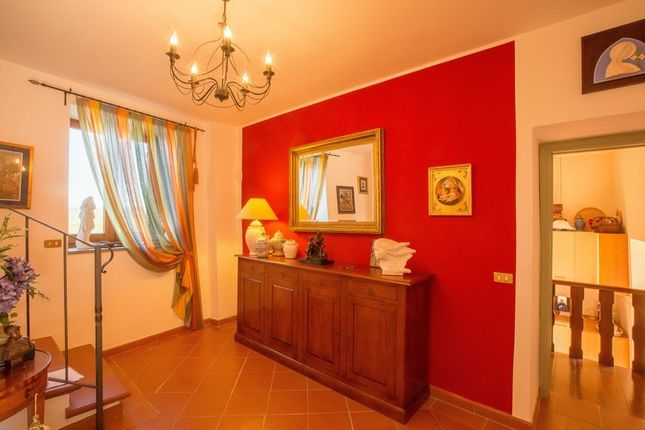 Montone A Piedi, Montone, Hallway And Stairs