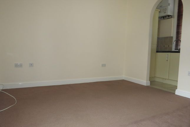 2 bed flat to rent in High East Street, Dorchester