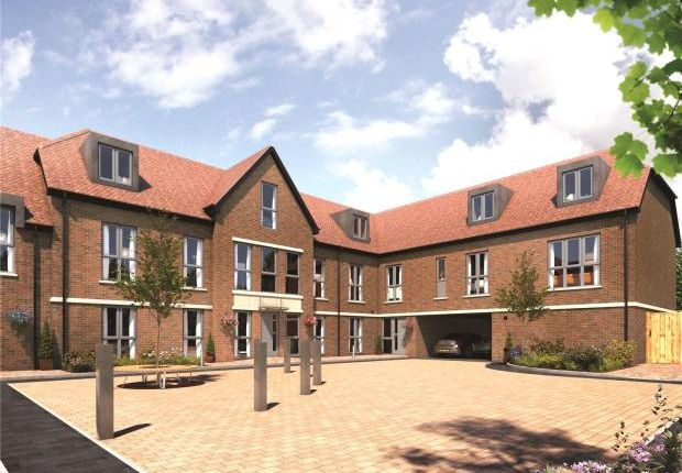 Thumbnail Flat for sale in Ashton Grove, Dunstable, Bedfordshire