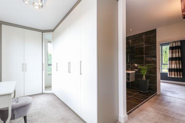 Dressing Room / En Suite - Bedroom 1