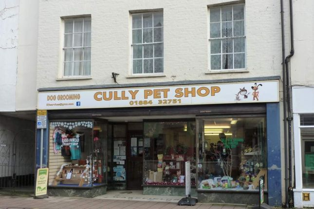 Retail premises to let in Cullompton, Devon