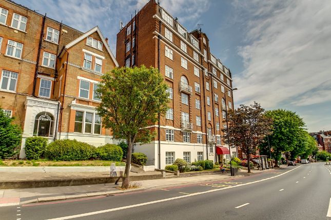 Flat for sale in Finchley Road, London