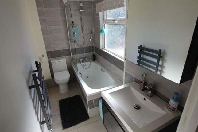 Bathroom of Chapel Street, Tiverton EX16