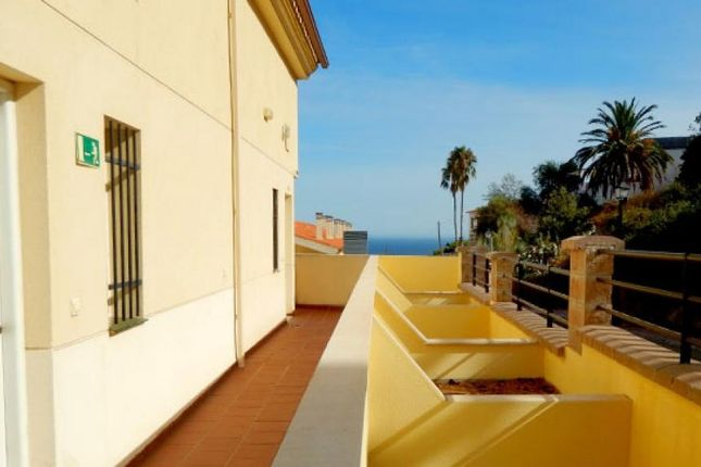 2 bed property for sale in Fuengirola, Alicante, Spain