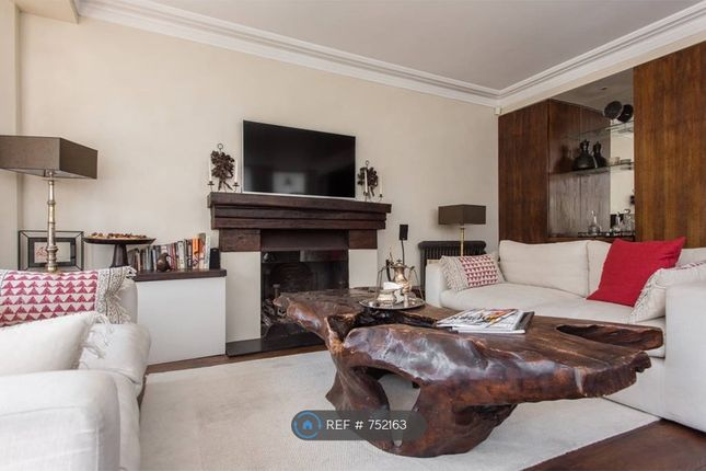Lounge Area of Harcourt Terrace, London SW10