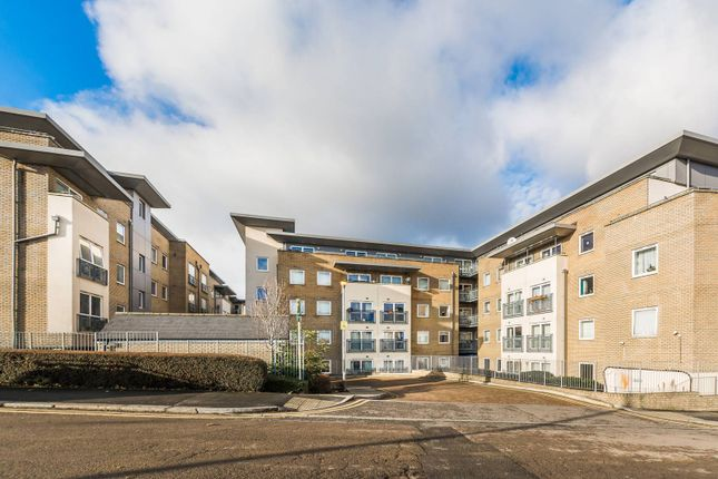 Thumbnail Flat for sale in London Square, Bounds Green