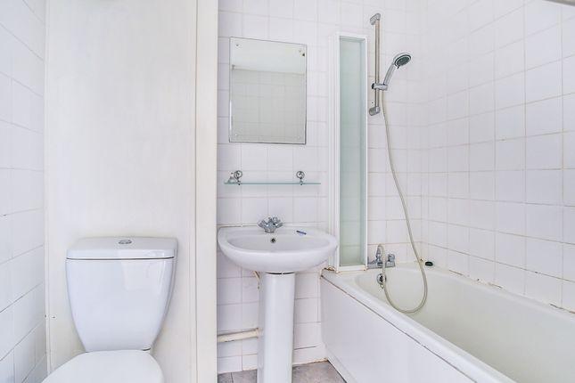 Bathroom of Shadyside, Hexthorpe, Doncaster, South Yorkshire DN4