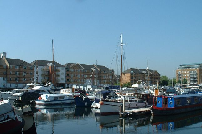 Thumbnail Flat to rent in Windsock Close, Surrey Quays, London