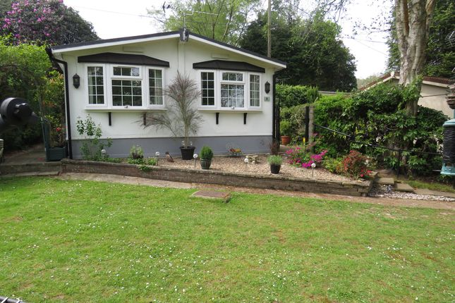 Thumbnail Mobile/park home for sale in Turners Hill Park, Turners Hill, Crawley