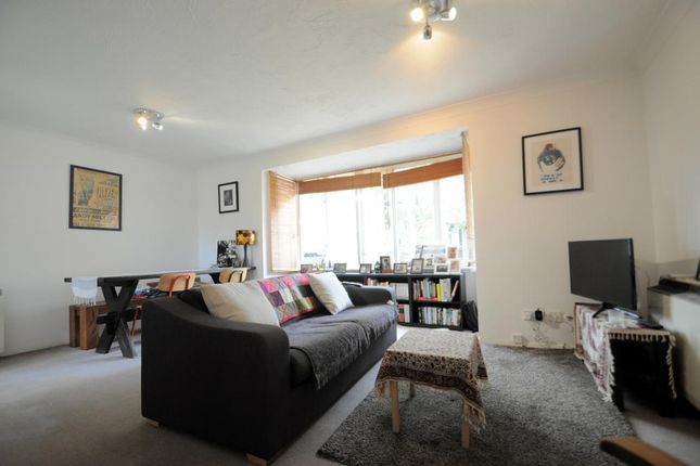 Thumbnail Maisonette to rent in Linwood Close, London