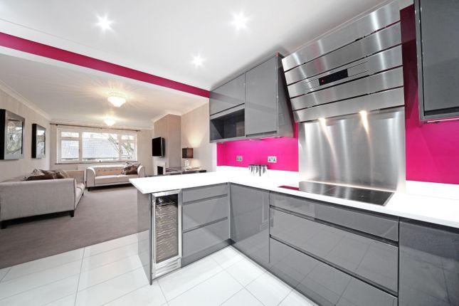 Thumbnail Flat to rent in Bromet Close, Watford, Hertfordshire