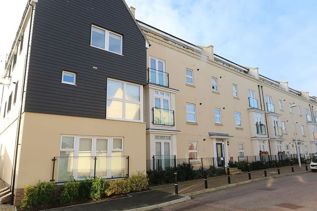 Thumbnail Flat for sale in Taylor Close, Tonbridge, Kent