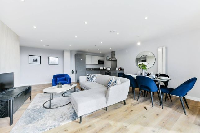 Thumbnail Flat for sale in Admiral Court, Croydon