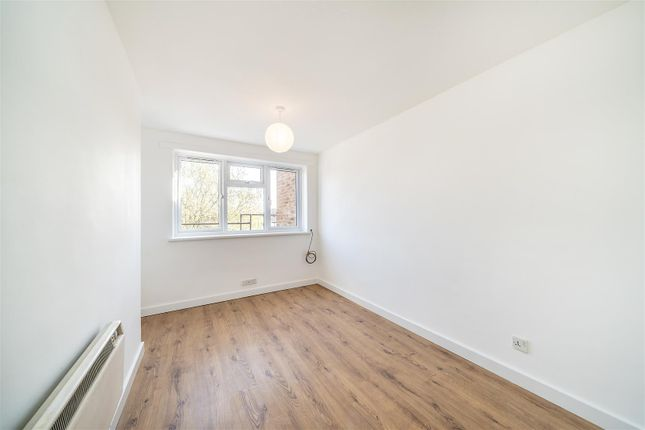 Flat to rent in Moyser Road, London