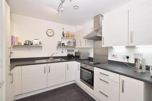 Thumbnail Maisonette for sale in Longley Road, Chichester, West Sussex