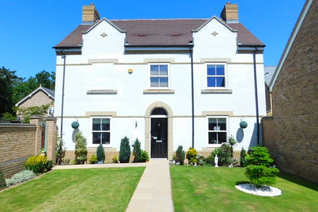 Thumbnail Detached house for sale in Heathcliff Avenue, Fairfield, Hitchin