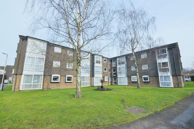 2 bed flat to rent in Wyedale, London Colney, St.Albans