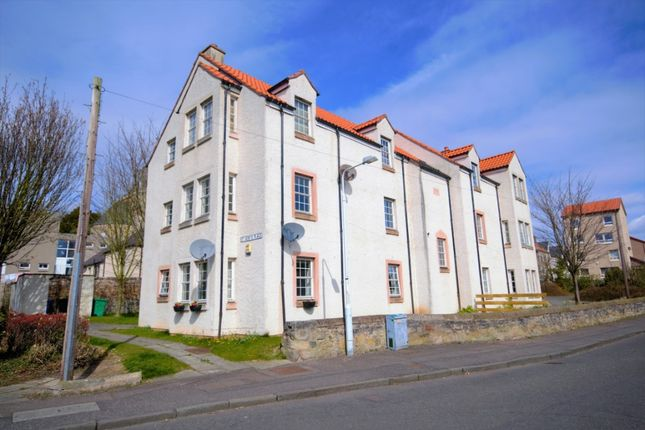 2 bed flat to rent in St Serfs Place, Dysart, Fife KY1