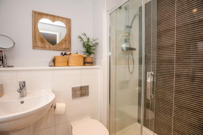 En-Suite of Squirrels Street, Bishopton, Stratford-Upon-Avon CV37