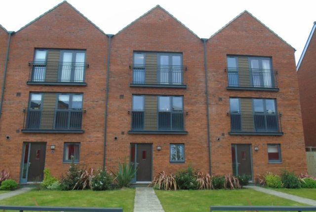Thumbnail Town house to rent in Yr Hafan, Swansea