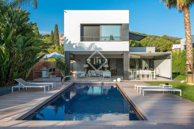 Thumbnail Villa for sale in Spain, Barcelona North Coast (Maresme), Sant Vicenç De Montalt, Mrs8448
