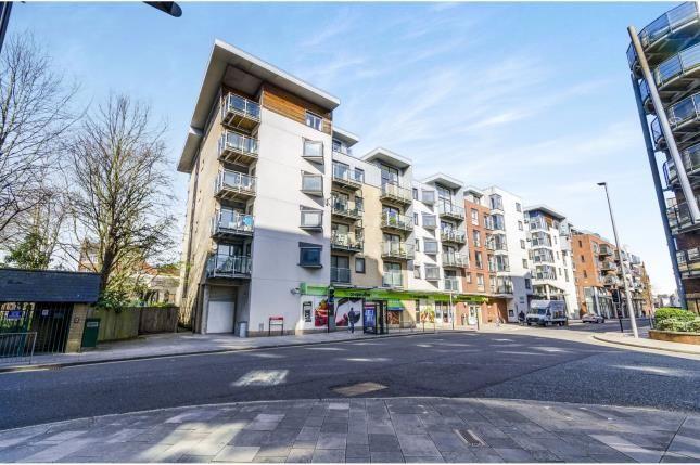 Thumbnail Flat for sale in High Street, Southampton