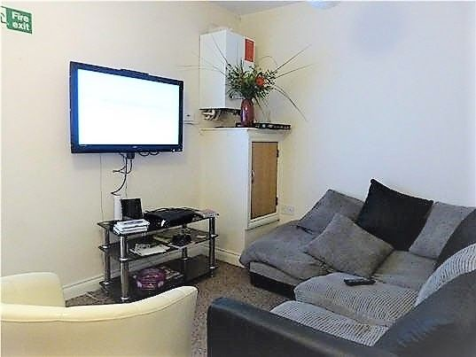 Thumbnail Flat to rent in Belgrave Road, Mutley, Plymouth
