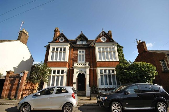 Thumbnail Flat for sale in The Hollies, Linslade, Leighton Buzzard