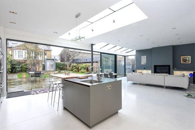 Thumbnail Detached house to rent in Mortlake Road, Kew, Richmond