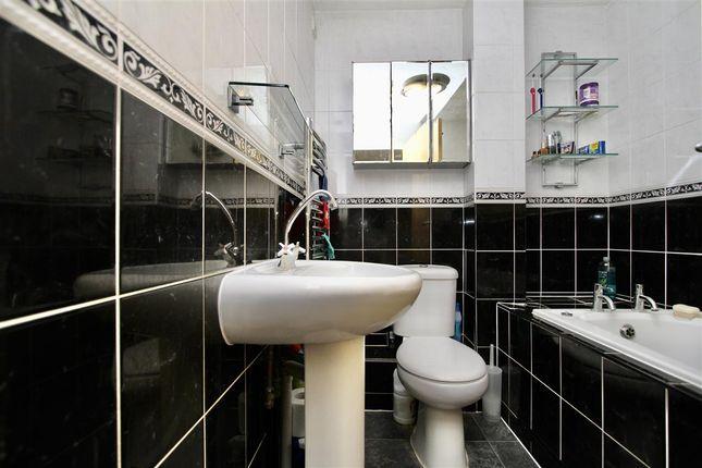 Family Bathroom of Padbrook Court, Cavendish Street, Ipswich, Suffolk IP3