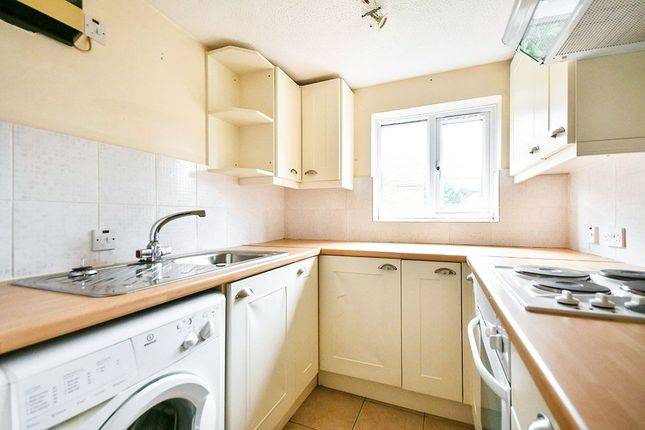 Thumbnail Flat for sale in Woodland Park, Calne