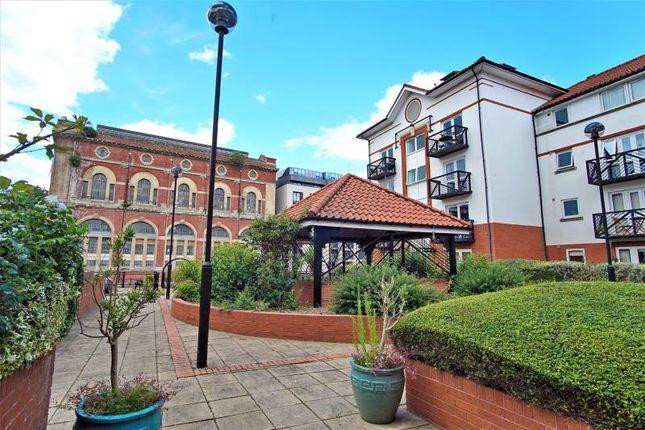 Thumbnail Flat to rent in Ferrymans Court, Queen Street, City Centre, Bristol