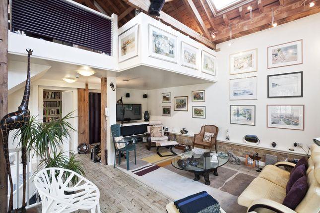 Thumbnail Property to rent in Horsemongers Mews, London