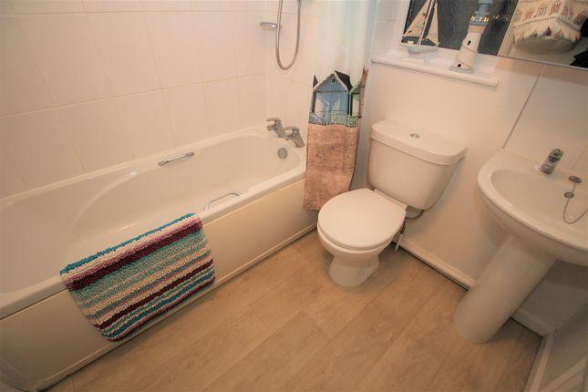 Bathroom of Beeston Close, Bestwood Village, Nottingham NG6