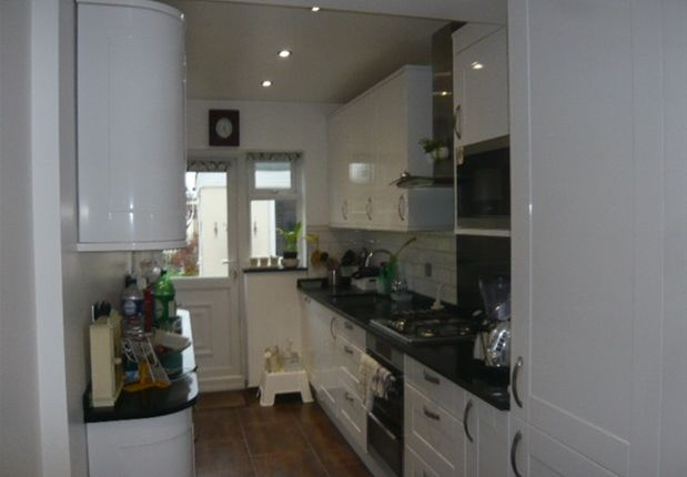 Thumbnail Property to rent in Helen Avenue, Feltham