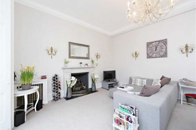 2 bed flat to rent in Lauderdale Road, London