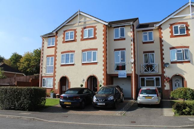 Thumbnail Town house to rent in Oakfield Close, Potters Bar