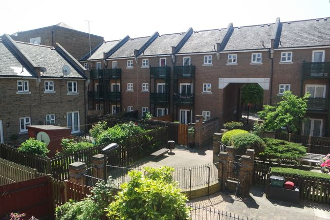 Thumbnail Town house to rent in Arden Cresent, Docklands, London