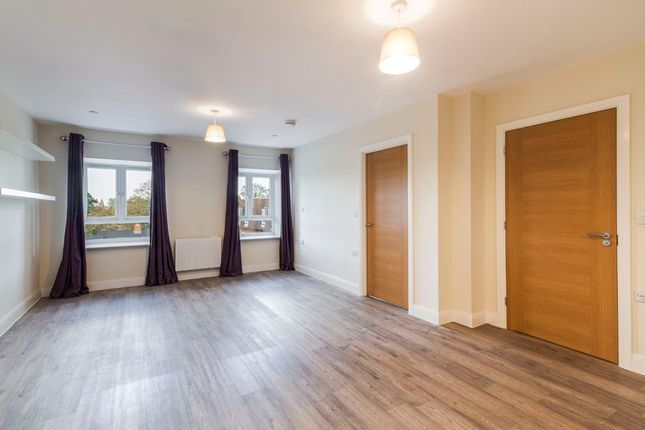 Thumbnail Flat to rent in High Street, Crowthorne